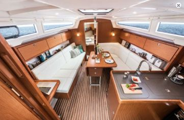 Bavaria34CruiserSalon